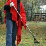 woman-raking-leaves